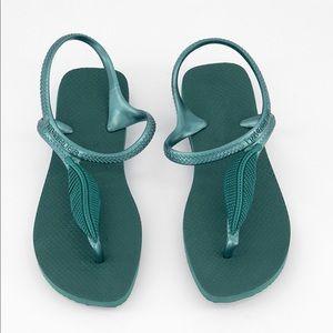 BNWT Havaianas green leaf sandals